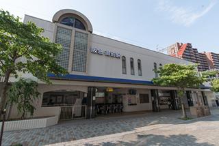 阪急御影駅南改札口の 正面のビルです